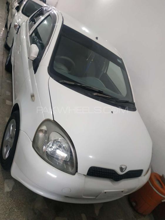 Toyota Vitz F 1.0 2001 Image-1