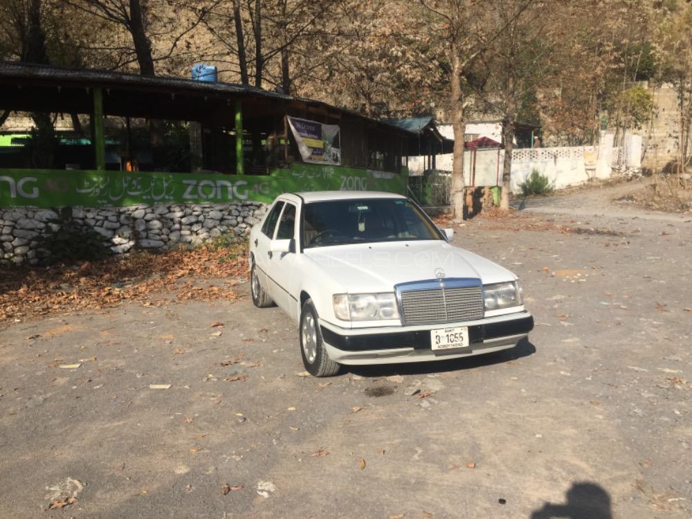 Mercedes Benz E Class E200 1993 Image-1