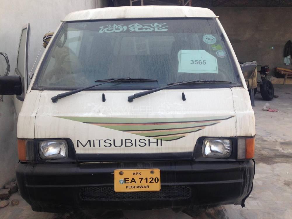 Mitsubishi Hiace 1988 Image-1