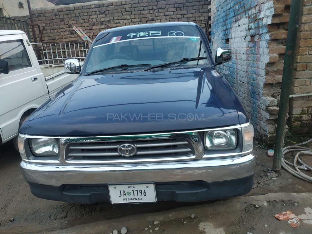 Toyota Hilux 2001 Image-1