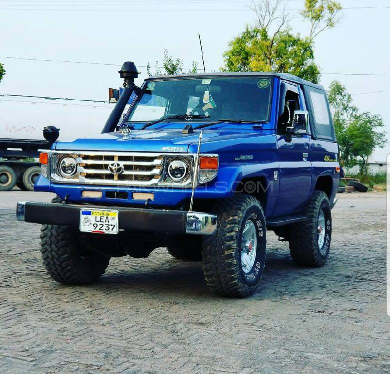 Toyota Land Cruiser - 1986 RKR jeep Image-1