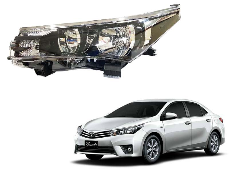 Toyota Corolla Genuine Head Lamp Left Side For XLi,GLi,1.6 2015-2017 in Karachi