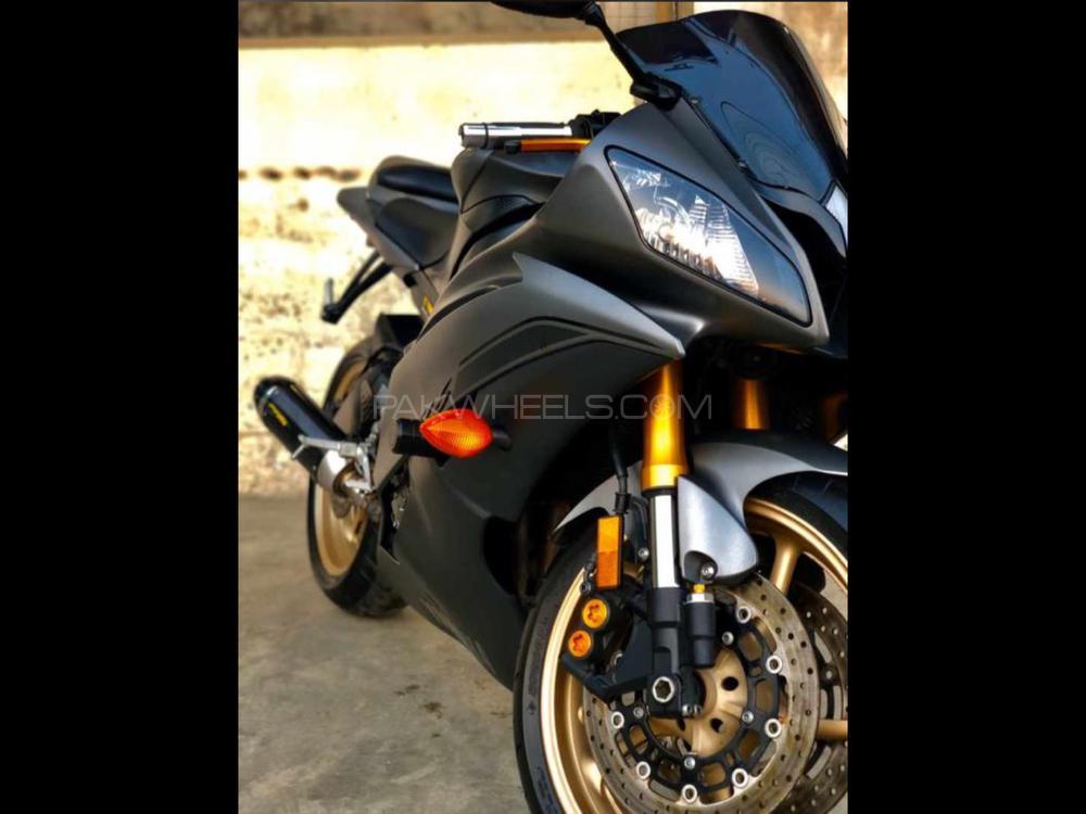 Yamaha YZF-R6 2014 Image-1