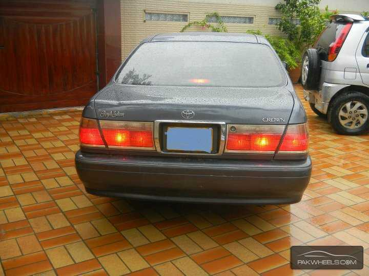 Toyota Crown Royal Saloon G 2001 Image-4