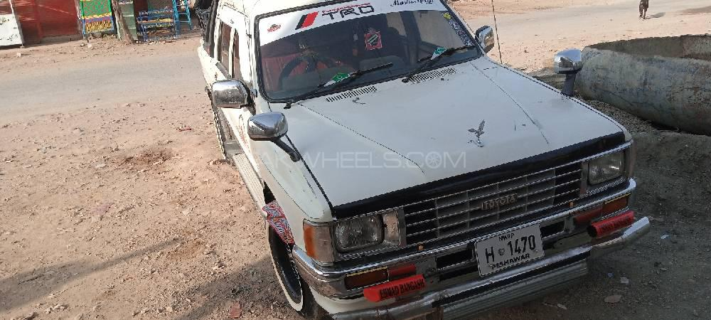 Toyota Hilux 1985 Image-1