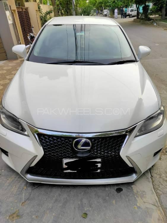 Lexus CT200h 2012 Image-1