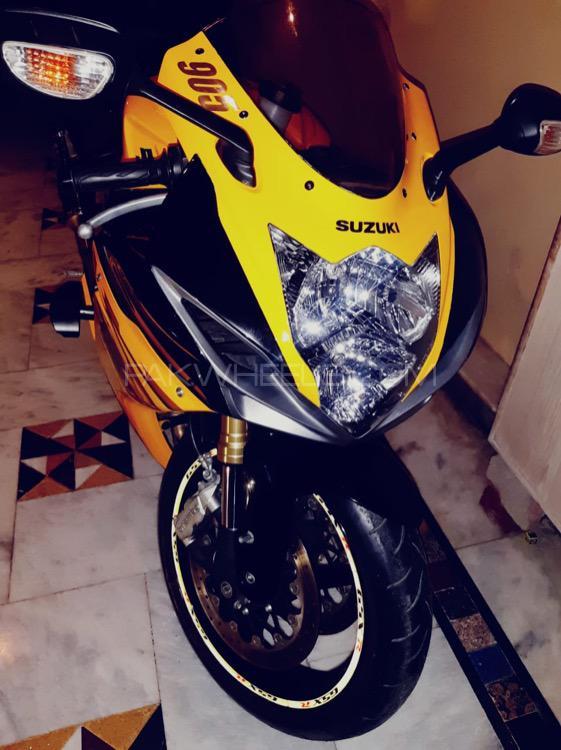 Suzuki GSX-R750 - 2012  Image-1