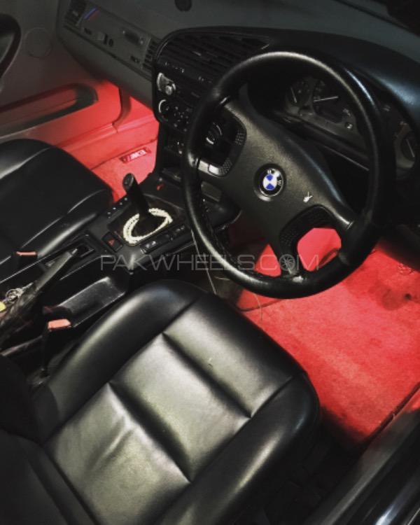 BMW 3 Series - 1993  Image-1