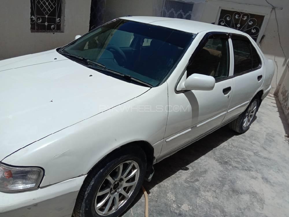 Nissan Sunny EX Saloon Automatic 1.6 2001 Image-1