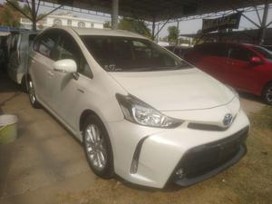Used Toyota Prius Alpha G 2016