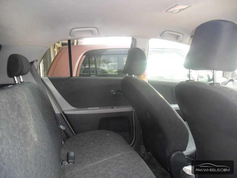 Toyota Vitz 2011 Image-5