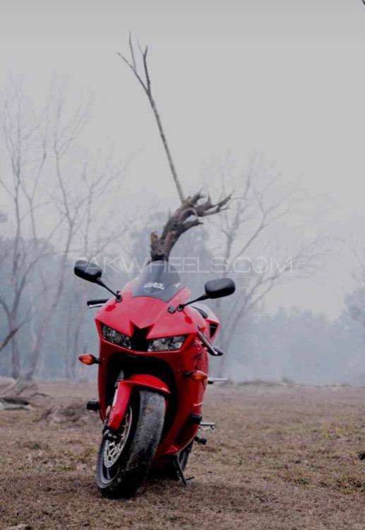 Honda CBR 600RR - 2013  Image-1