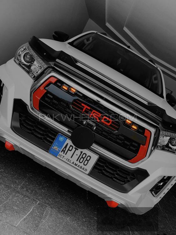 Toyota Hilux - 2019  Image-1