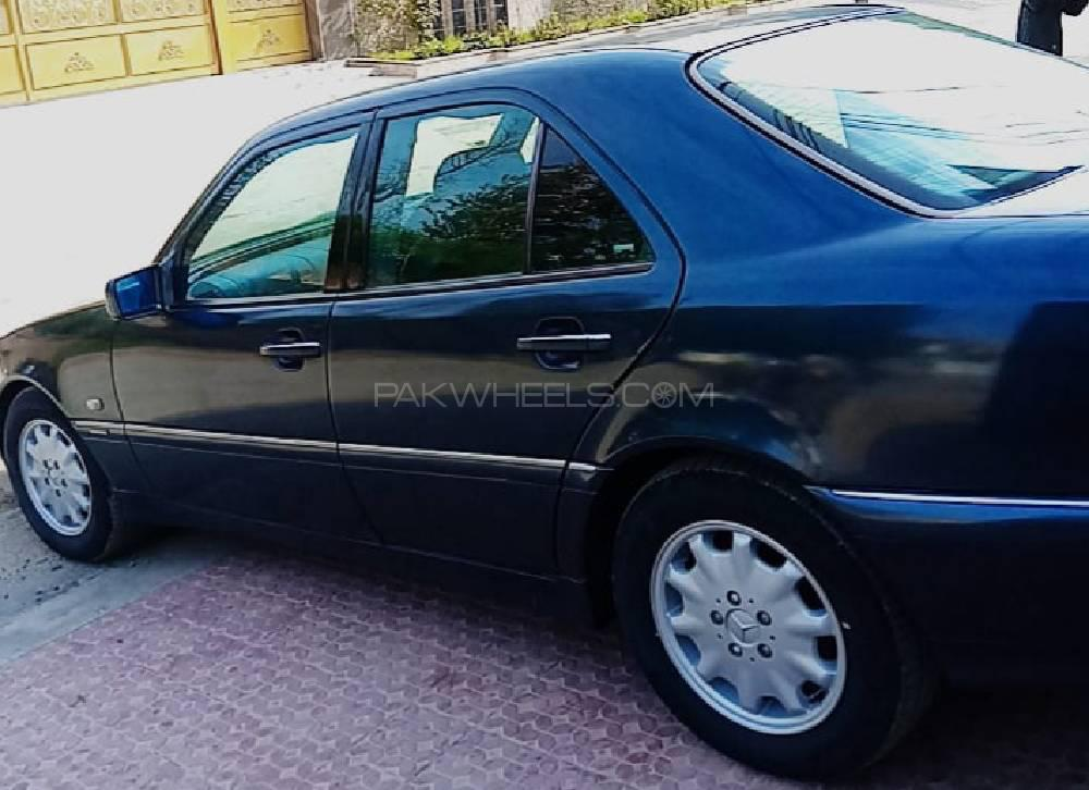 Mercedes Benz 200 D 1998 Image-1