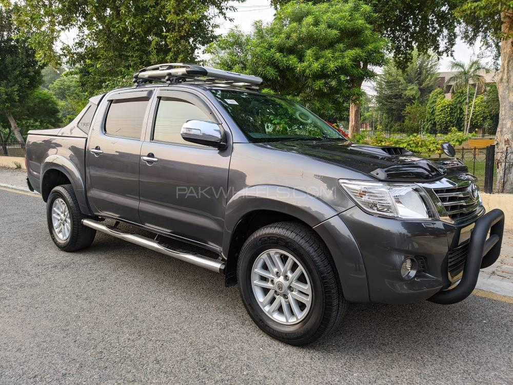 Toyota Hilux Invincible 2012 Image-1
