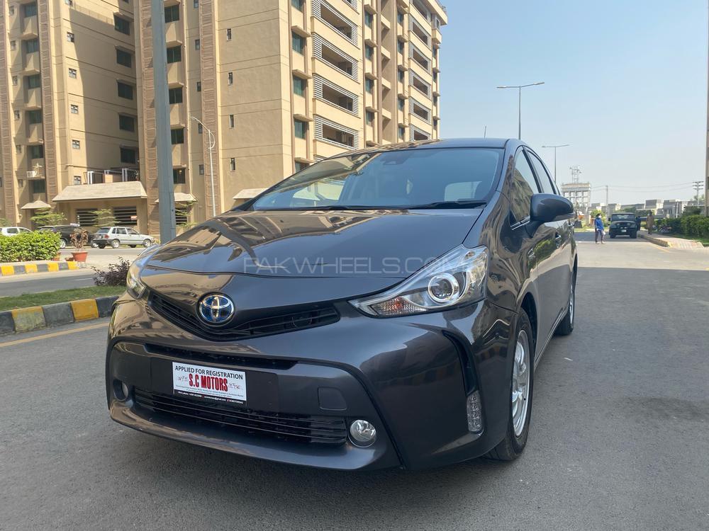 Toyota Prius Alpha G Touring 2018 Image-1