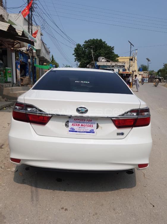 Toyota Camry Hybrid 2014 Image-1