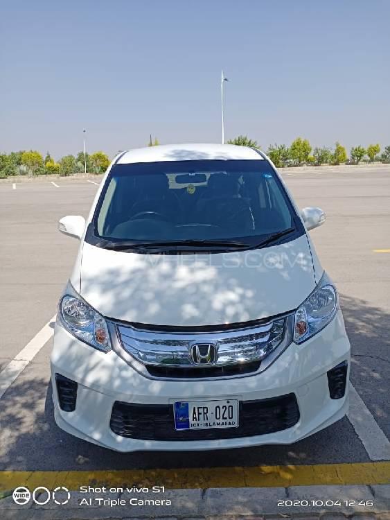 Honda Freed Hybrid 2014 Image-1