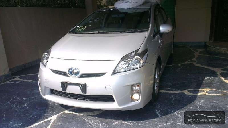 used toyota prius 2010 car for sale in islamabad 859898 pakwheels. Black Bedroom Furniture Sets. Home Design Ideas