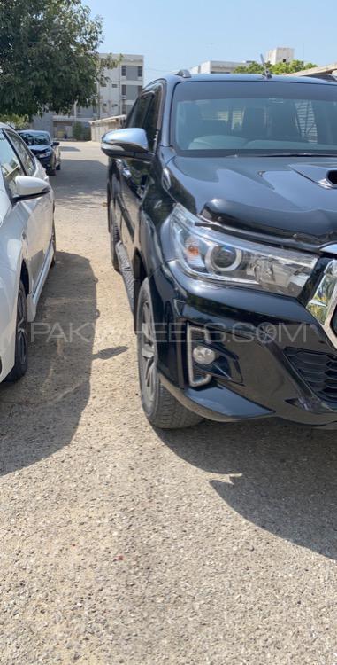 Toyota Hilux Revo G Automatic 3.0  2017 Image-1