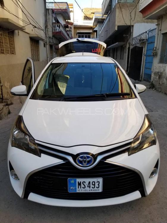 Toyota Vitz Hybrid U 1.5 2014 Image-1