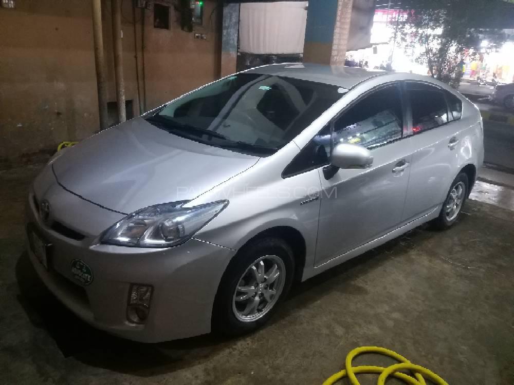 Toyota Prius L 1.8 2011 Image-1