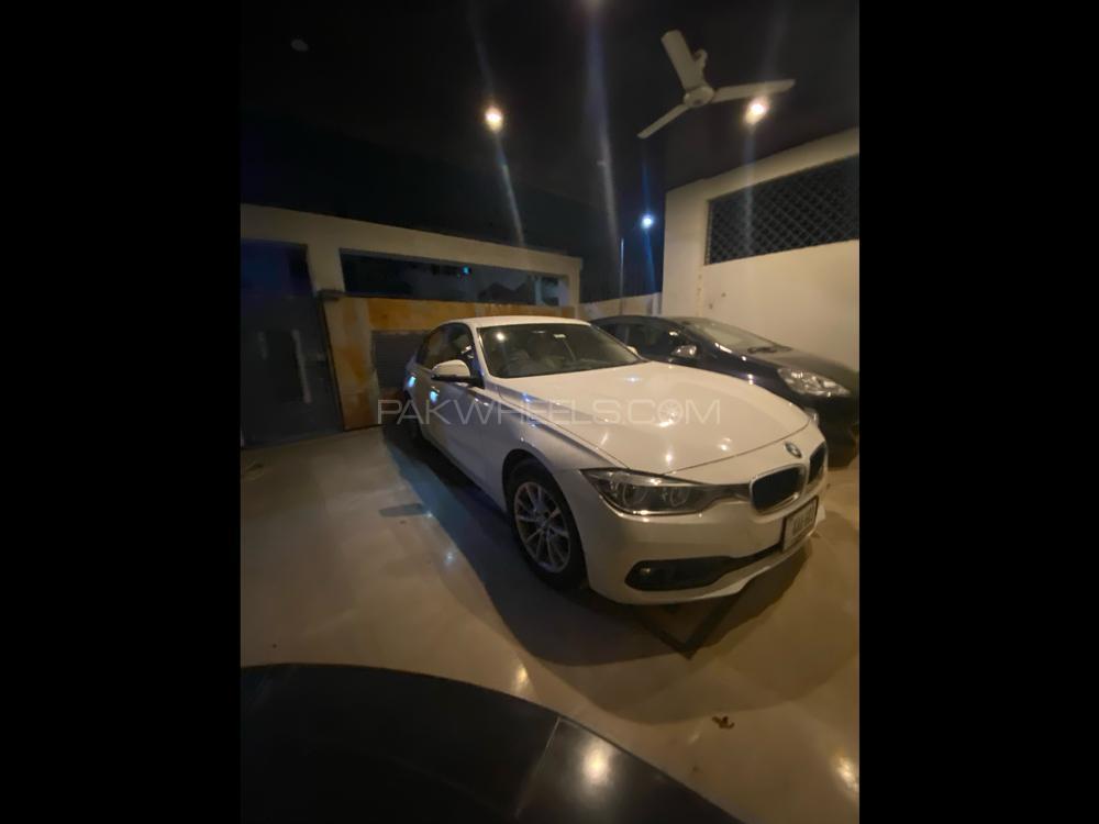 BMW / بی ایم ڈبلیو 3 سیریز 318i 2016 Image-1