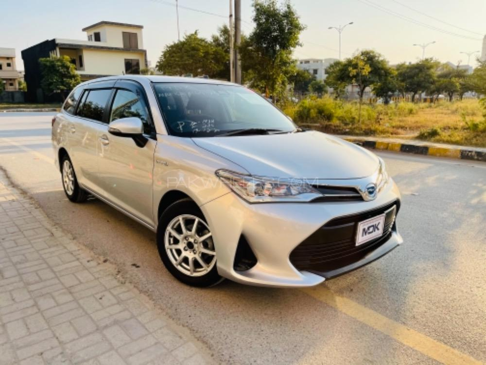 Toyota Corolla Fielder Hybrid G 2017 Image-1