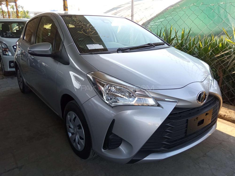 Toyota Vitz F Limited 1.0 2017 Image-1