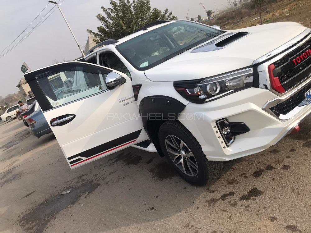 Toyota Hilux Revo G Automatic 2.8 2021 Image-1