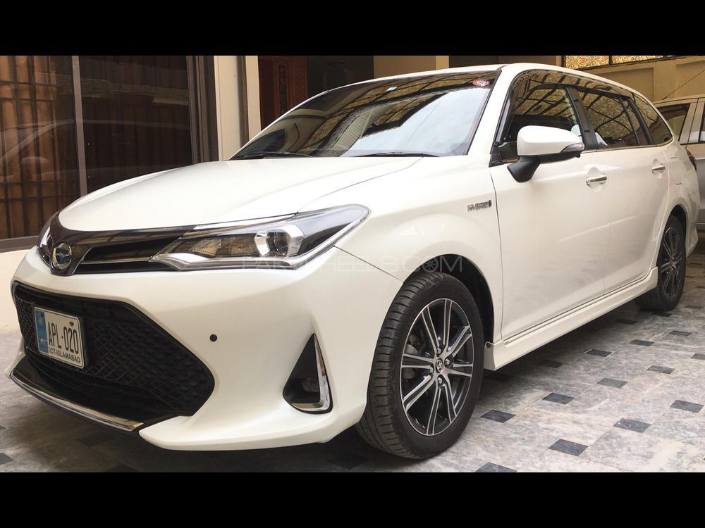 Toyota Corolla Fielder Hybrid 2017 Image-1