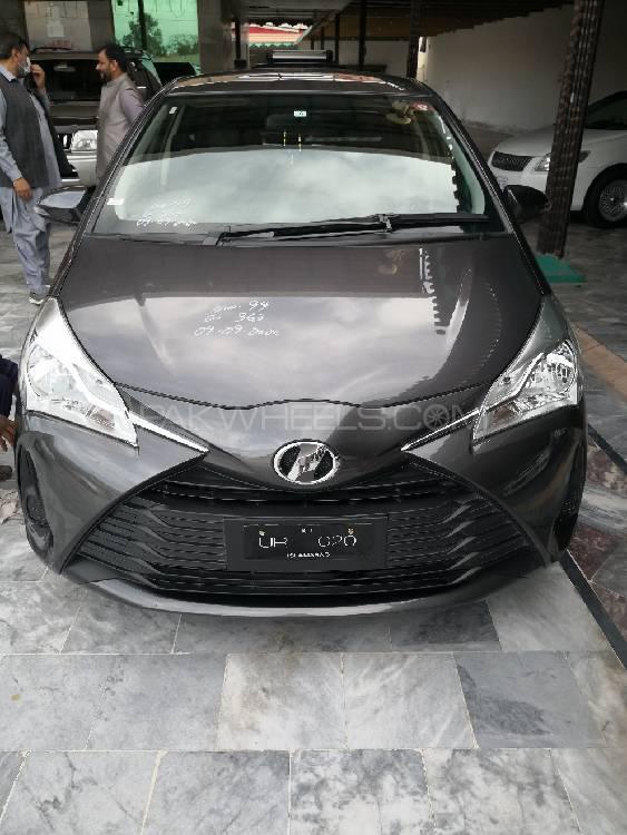 Toyota Vitz F 1.3 2017 Image-1