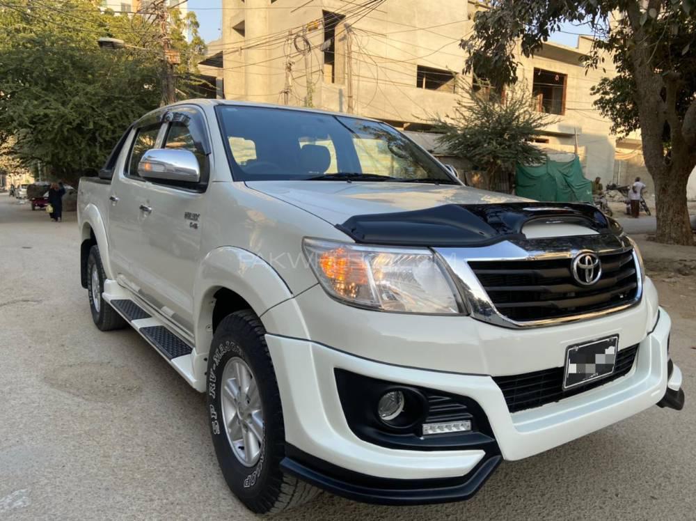 Toyota Hilux Vigo Champ V 2015 Image-1