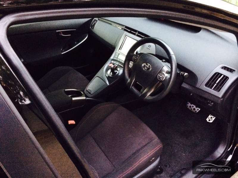 Toyota Prius S Touring Selection GS 1.8 2012 Image-6