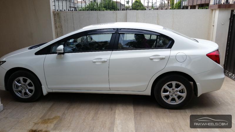 Honda Civic VTi Oriel 1.8 i-VTEC 2014 Image-3
