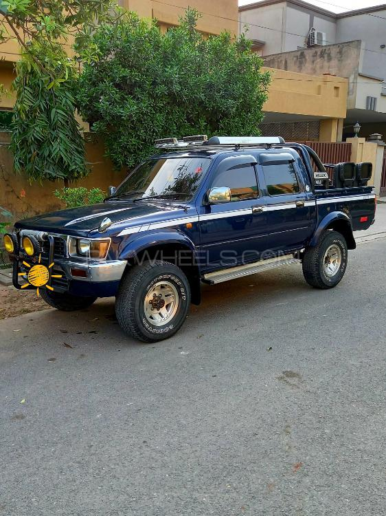 Toyota Hilux Double Cab 1988 Image-1