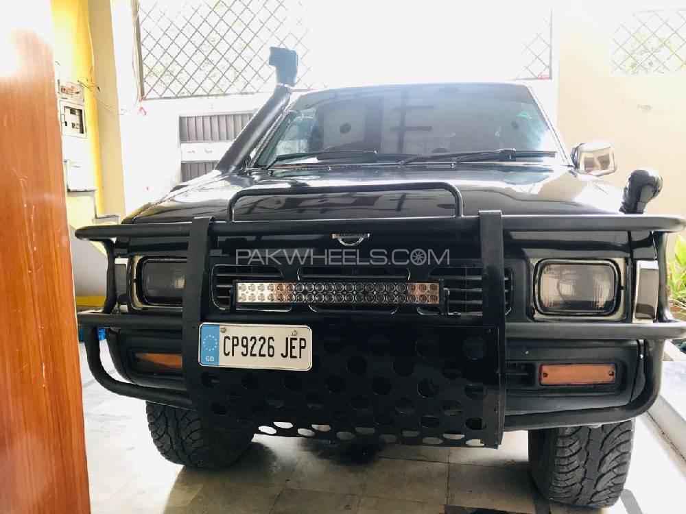 Nissan Pickup 1995 Image-1