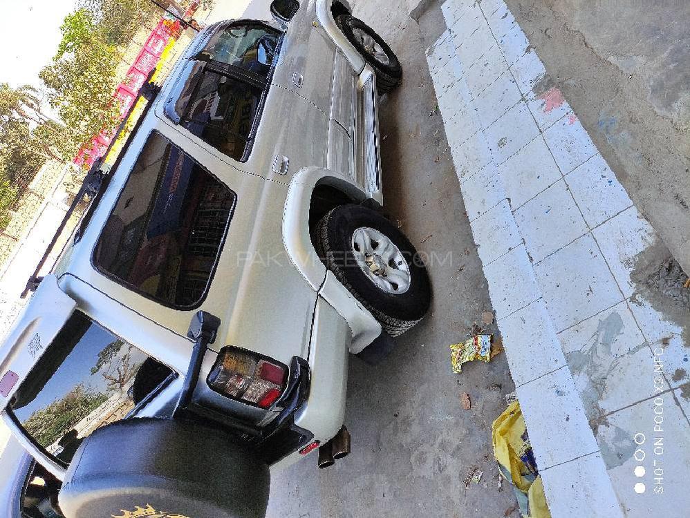 Toyota Surf SSR-X 3.4 2001 Image-1