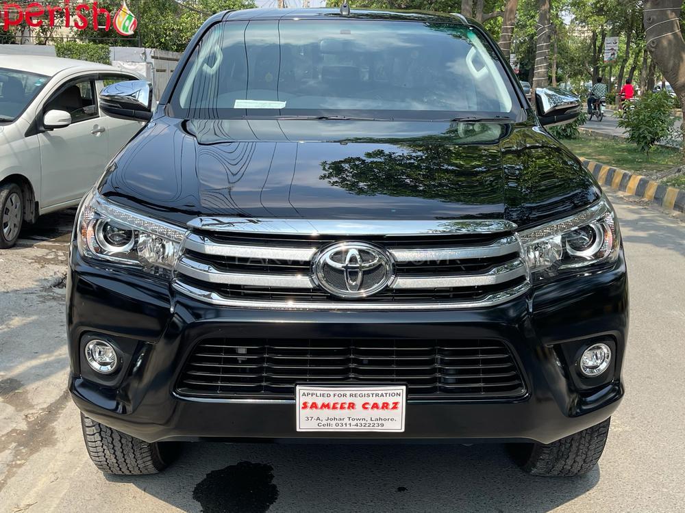 Toyota Hilux Revo V Automatic 2.8 2021 Image-1