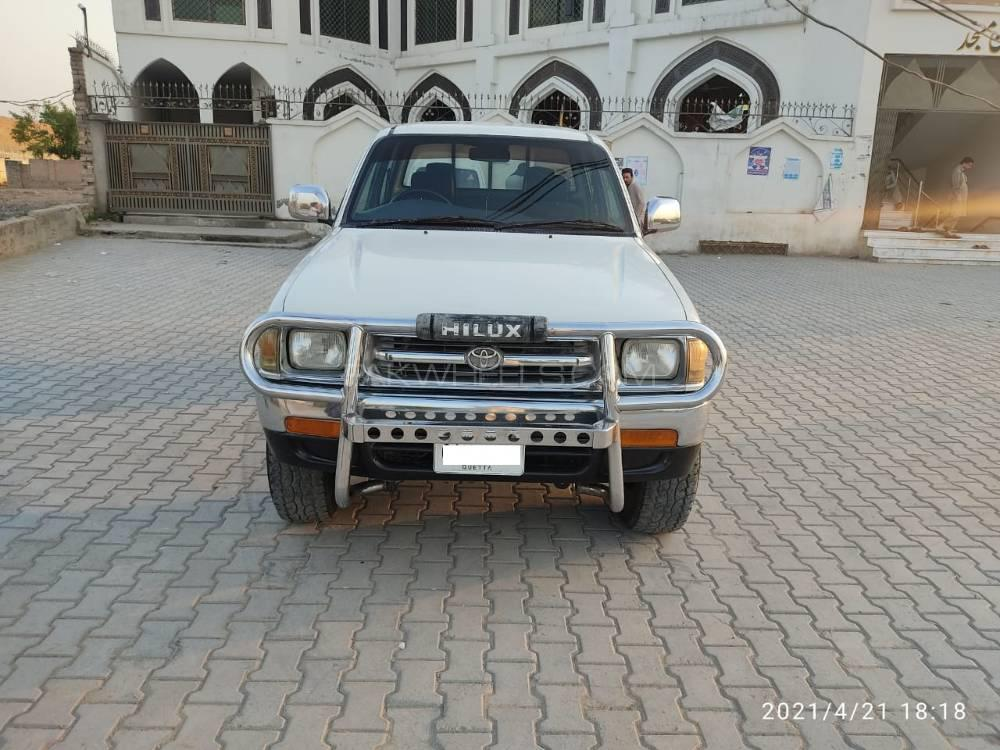 Toyota Hilux Double Cab 2000 Image-1