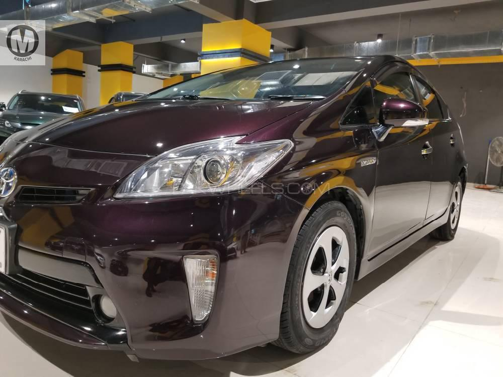 """History Model : 2014 Import Year : 2018 Import Grade : """"R"""" Import Mileage : 23679 Km Registration Year : 2018 (First Owner till now) Current Mileage : 60211 Km Condition As visible in auction report , front left door was dented 2 piece touchup locally (Front left door and fender)  Good Year GT Hybrid Tyres (205/65/15) Kept on High Octane throughout Well Maintained Vehicle , no work required of any kind Just Buy and Drive  ((( May Allah Curse Liars ))) Mention PakWheels.com when calling Seller to get a good deal"""