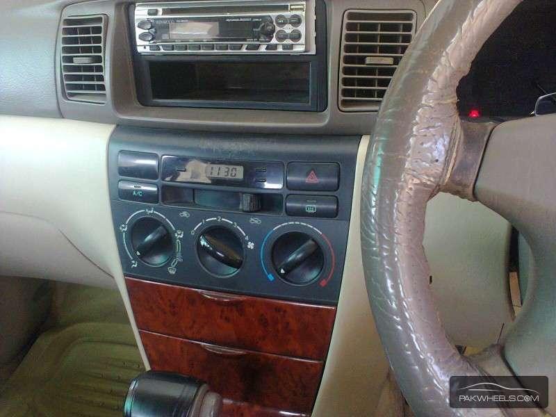 Toyota Corolla SE Saloon 2003 Image-4