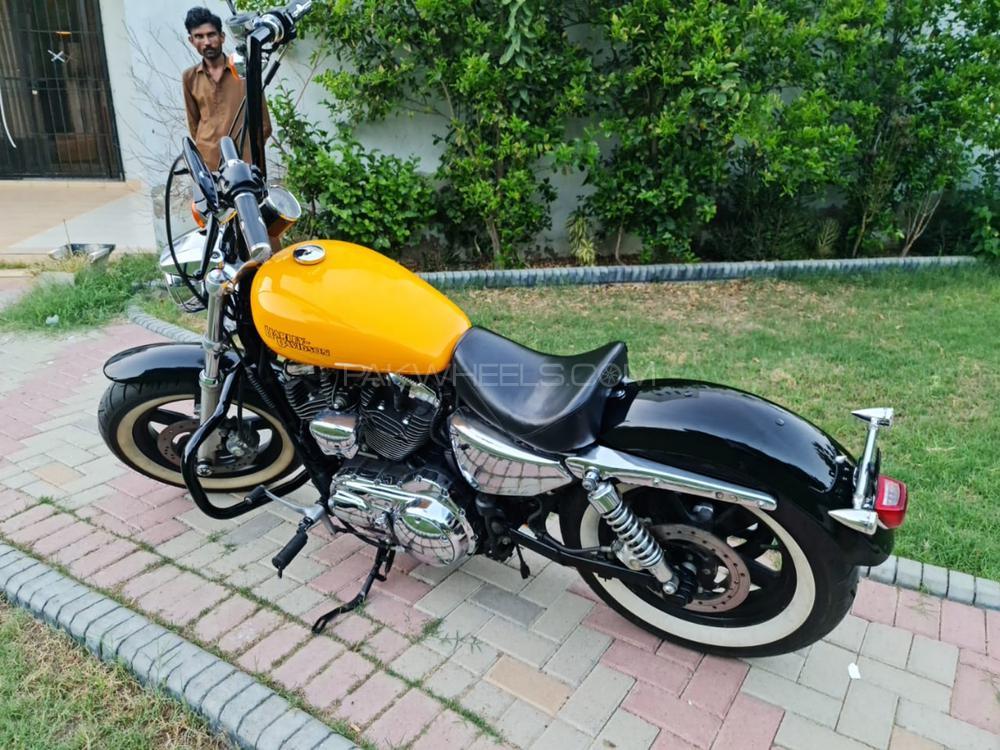 Harley Davidson 1200 Custom 2011 Image-1