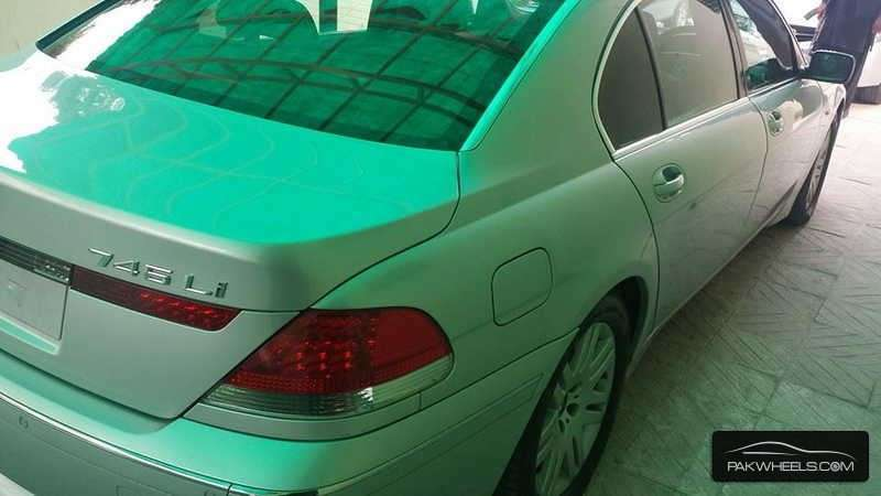 BMW 7 Series 745Li 2003 Image-1