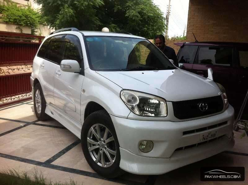 toyota rav4 sport 2005 for sale in lahore pakwheels. Black Bedroom Furniture Sets. Home Design Ideas