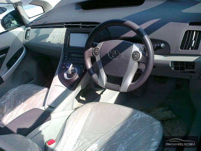 Toyota Prius S LED Edition 1.8 2011 Image-4