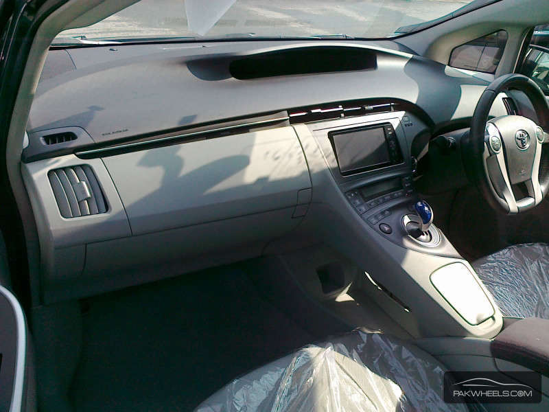 Toyota Prius S LED Edition 1.8 2011 Image-9