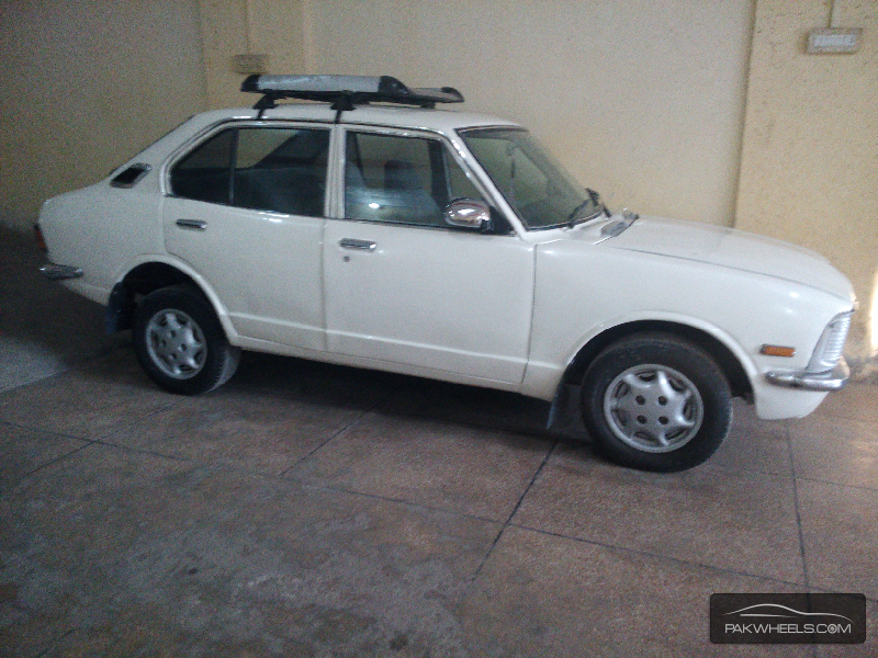 toyota corolla 1975 for sale in lahore pakwheels. Black Bedroom Furniture Sets. Home Design Ideas
