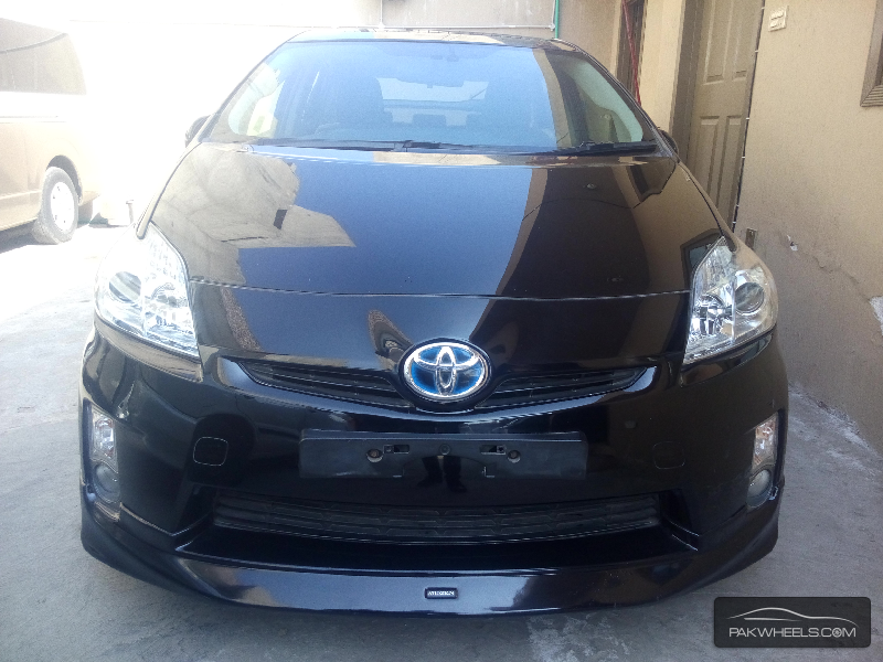 used toyota prius 2010 car for sale in lahore 1070478 pakwheels. Black Bedroom Furniture Sets. Home Design Ideas