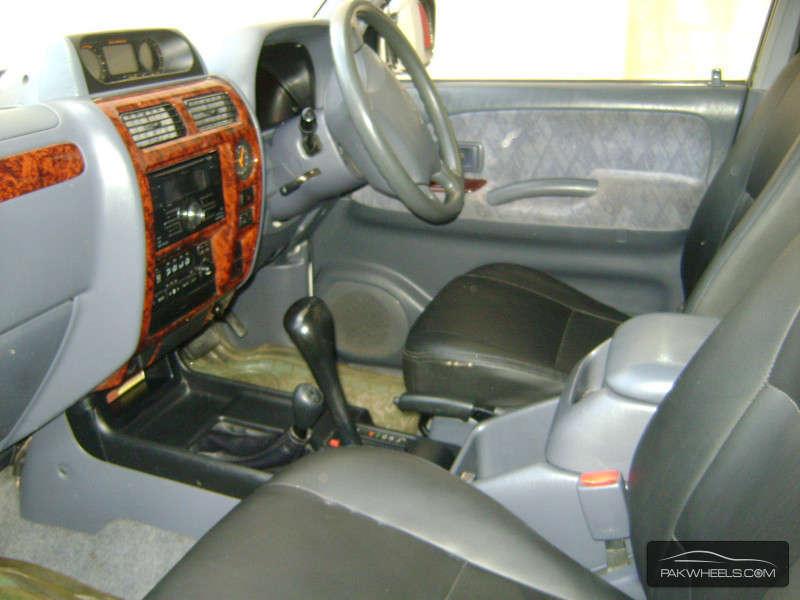 Toyota Prado 2001 Image-3
